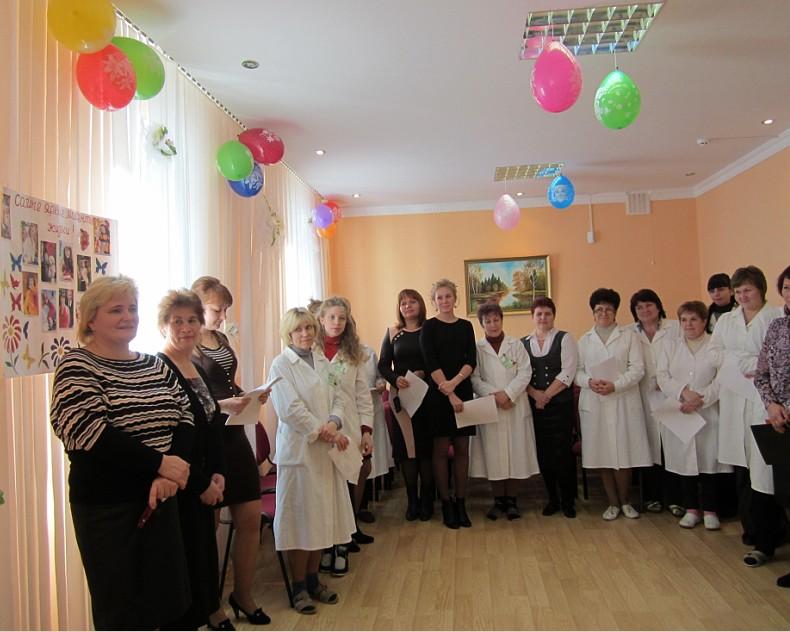 Коллеги поздравляли с юбилеем Мацкевич Г.И. теплыми  словами, юбилейной  песней, выпуском  стенгазеты «Самые яркие моменты жизни»…