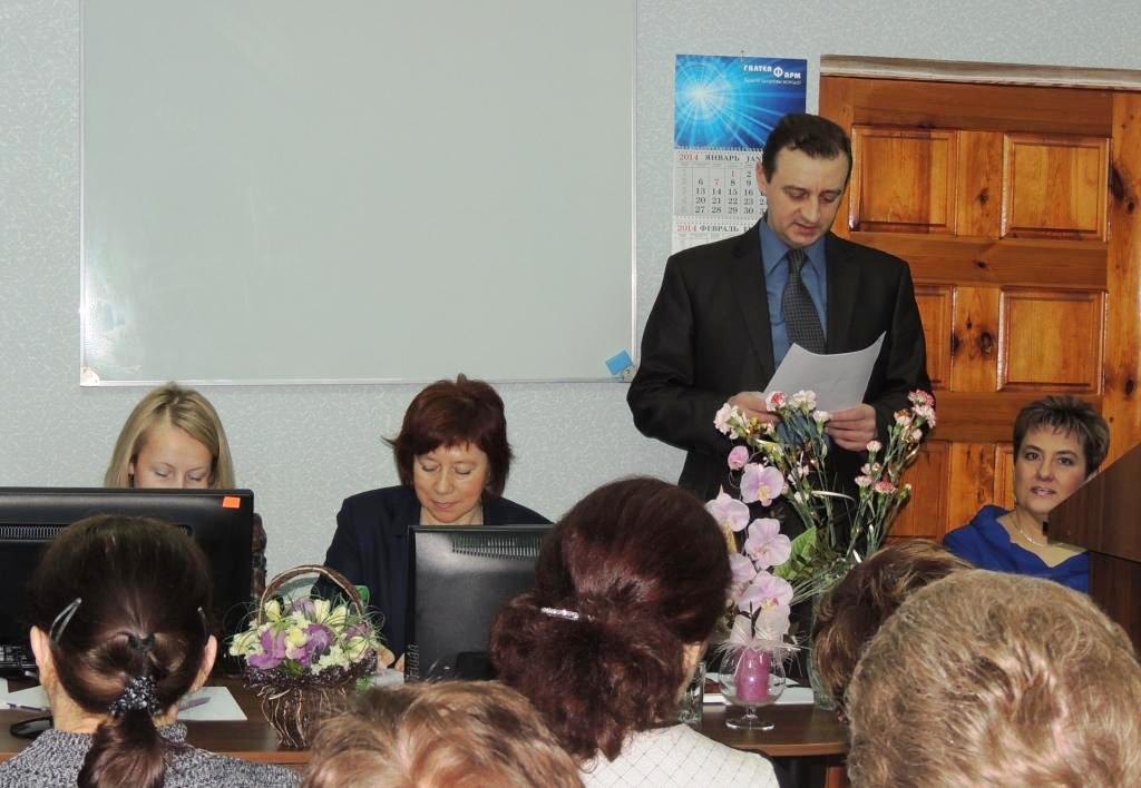 Заместитель заведующего аптечным складом Походенко А.В. представляет участников собрания