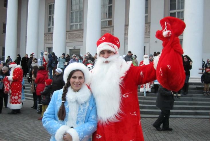 Дед Мороз пока холост, но внучка у него уже есть