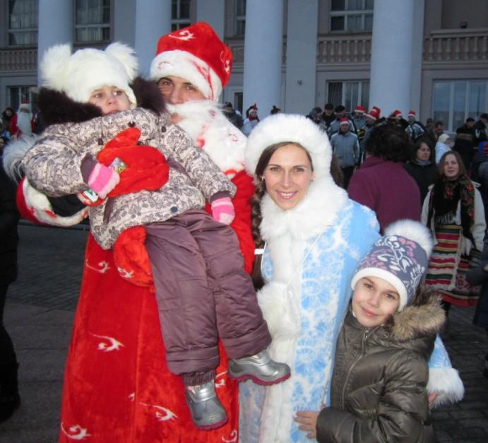А вот и дети Снегурочки – Вера и Полина