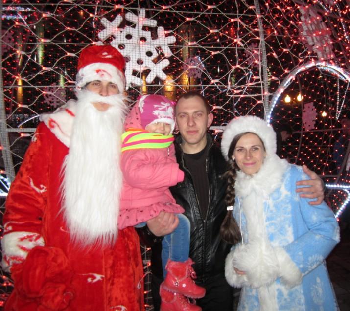 Нашу Снегурочку хотели увести, но Дед Мороз не позволил